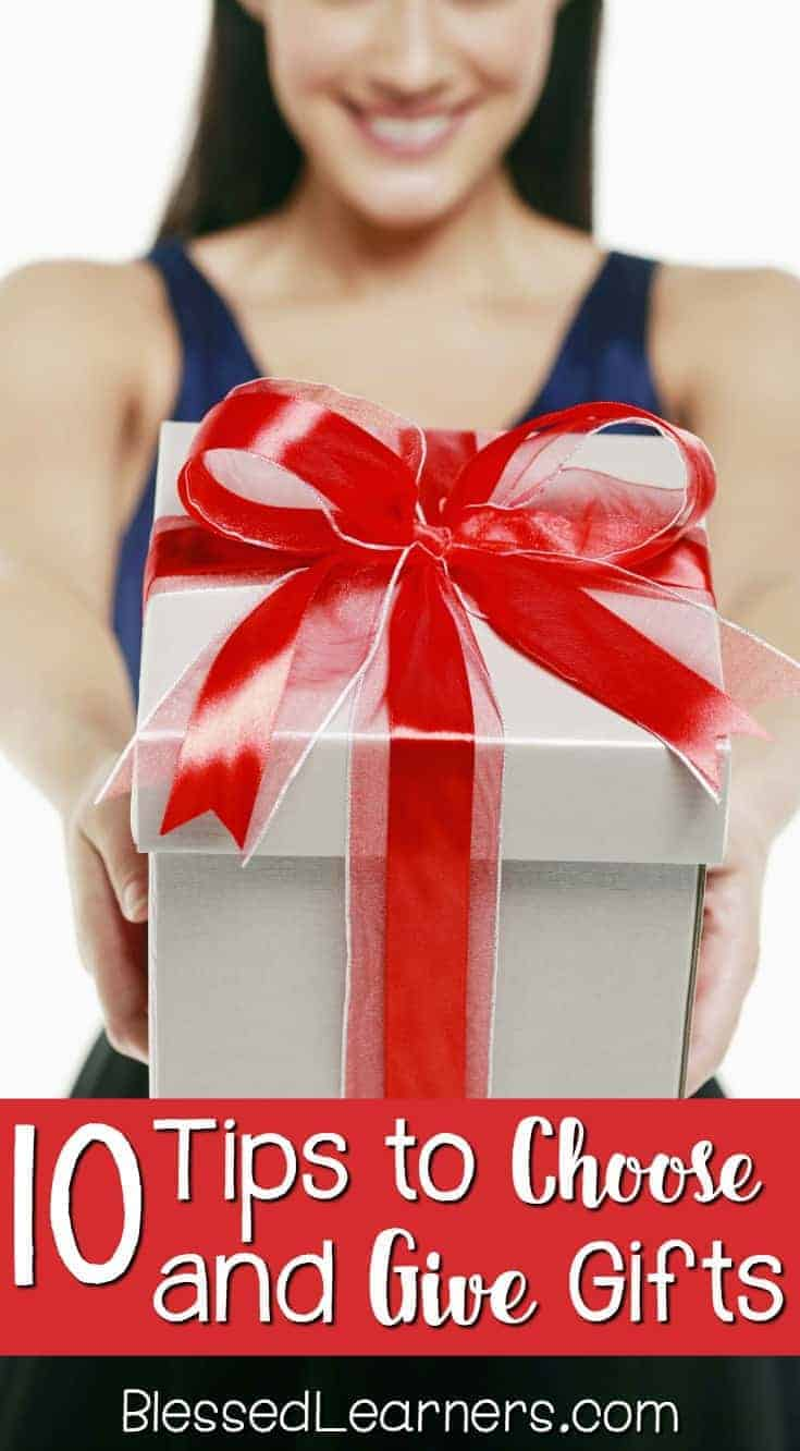 There is always confusion or uncertainty about which thing we would give as a present. The work will be better when you know the person closer. Here are 10 tips to choose and give gifts you will need to follow